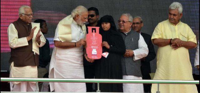 प्रधानमंत्री नरेंदर मोदी सरकार की 12 टॉप और बहुत लोकप्रिय योजनाएं 2
